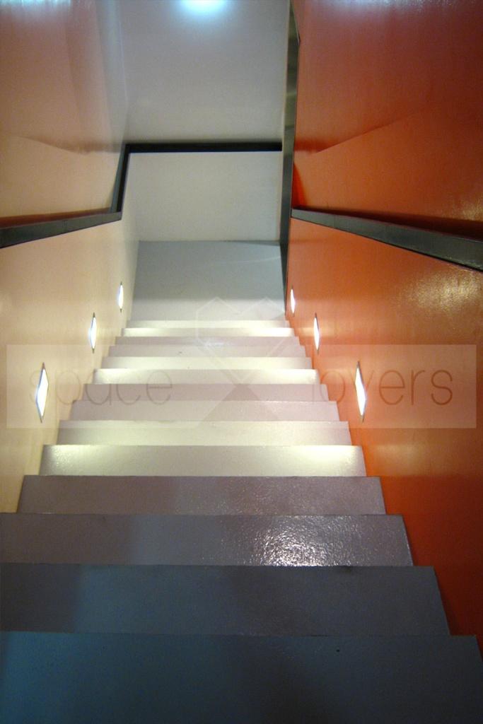Escola de Dança NEXT - Escadas em Auto nivelante