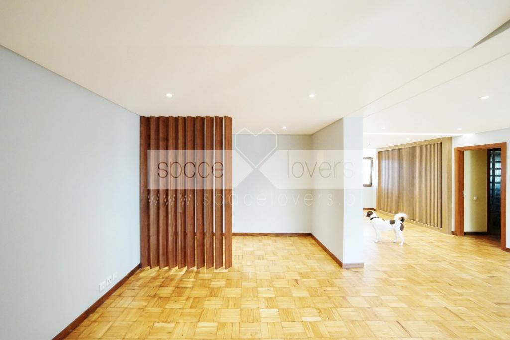 Remodelacao-apartamento-Encarnacao-Lisboa_Divisoria-Entre-Hall-E-Sala
