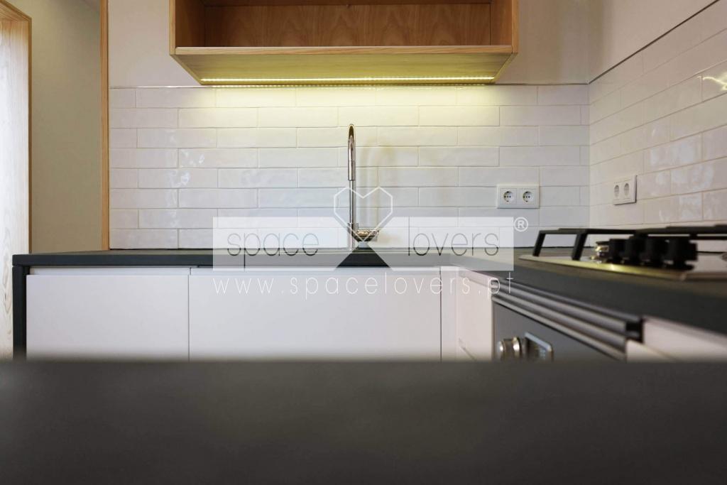 Remodelacao_Apartamento_PenhaDeFranca_cozinha_armario-suspenso