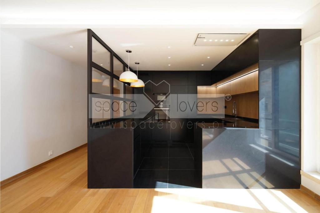 remodelacao-apartamento-parque-das-nacoes-cozinha-lacada-preto