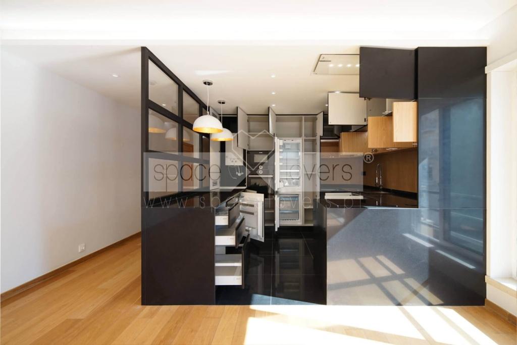remodelacao-apartamento-parque-das-nacoes-cozinha-lacada-preto-mate