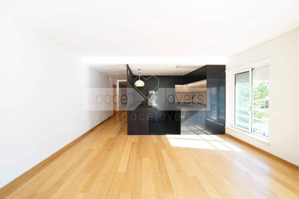 remodelacao-apartamento-parque-das-nacoes-cozinha-negra