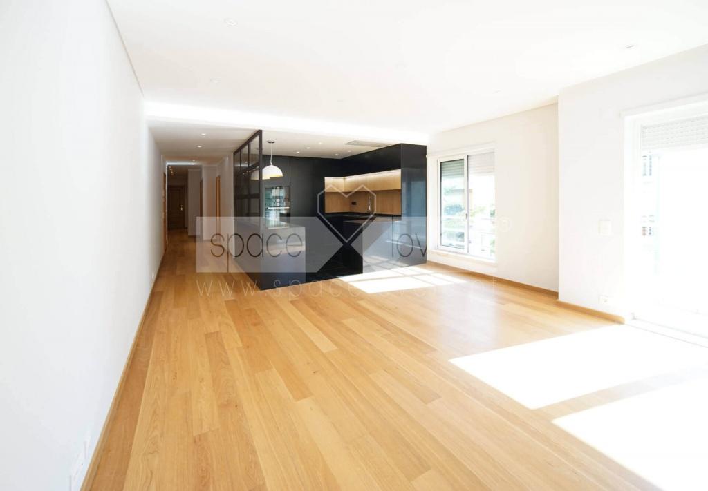 remodelacao-apartamento-parque-das-nacoes-cozinha-sala-contraste