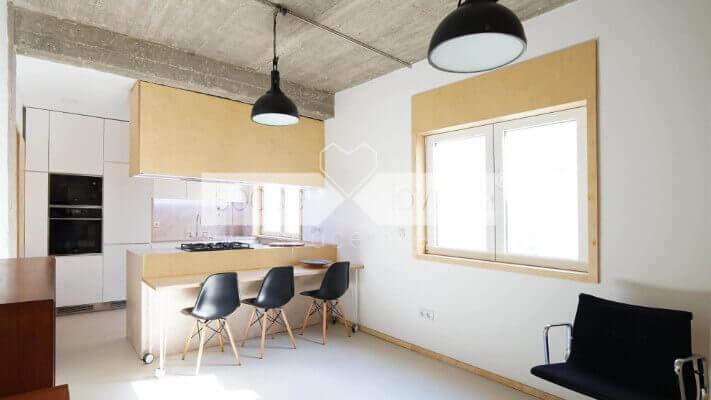 Remodelacao-apartamento-Alcantara-Lisboa_Cozinha-armario-suspenso