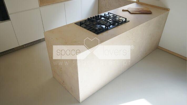Remodelacao-apartamento-Alcantara-Lisboa_Cozinha-pedra-lioz